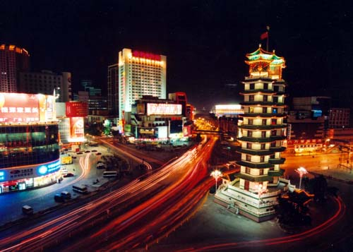 二七纪念塔,位于郑州市二七广场,是为纪念京汉铁路工人大...