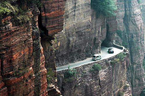 """郭亮洞:太行山上的""""绝壁长廊"""""""
