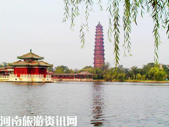 铁塔公园占地面积51.24公顷,其中有9.62公顷的水面积;园内依...