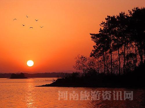 夕阳 南湾湖