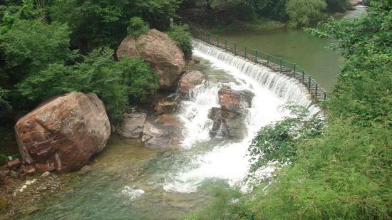 大雨过后,被誉为瀑布博物馆的八里沟景区景色更加迷人.
