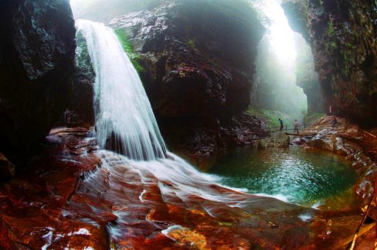 凡于2013年3月8日至3月10日游览关山景区的女性游客均可免景区门票.