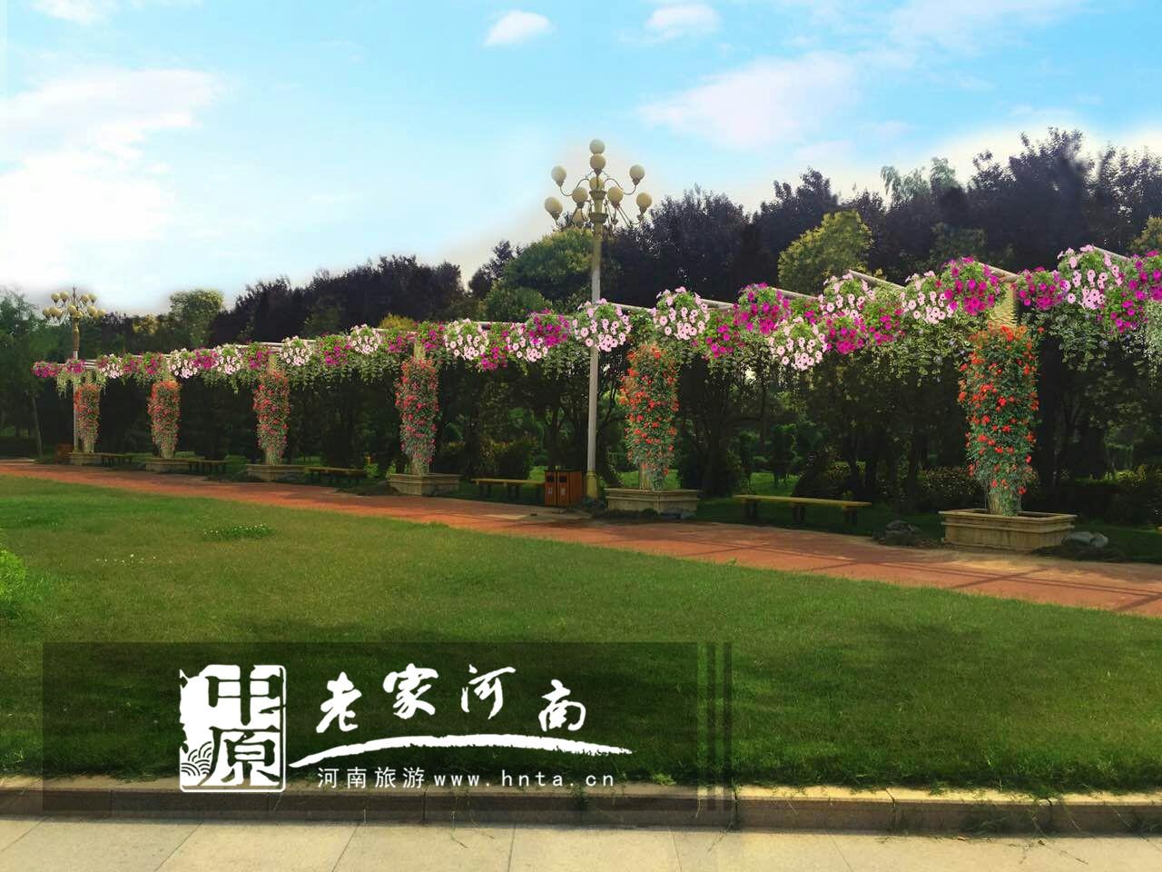 活动期间所有到鄢陵消费游客均可享受免费游览鹤鸣湖风景区,园中缘