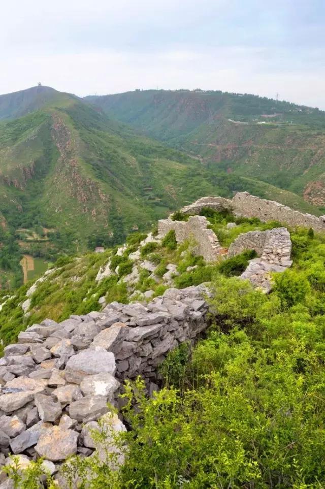 新密的尖山风景区,距离郑州仅仅35公里,是个开发不太严重的小山