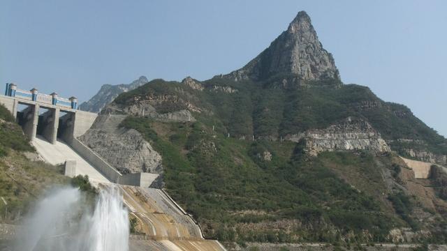 5公里;许昌鹤鸣湖水利风景区依托鄢陵县党岗引黄调蓄工程而建,属于