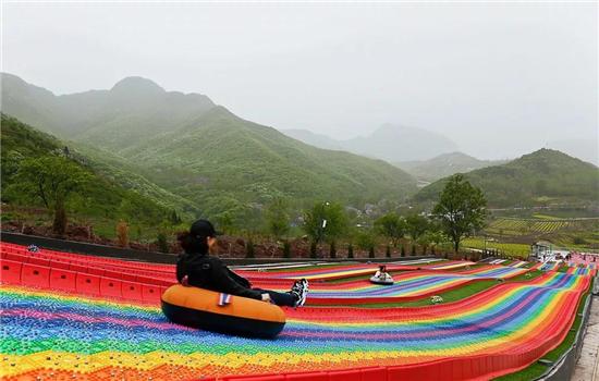 藏山风景区玻璃滑道