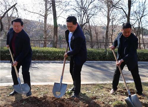 红旗渠:春风十里,植树添绿