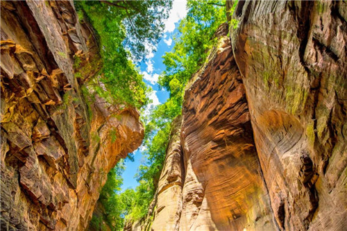 龙潭大峡谷为你准备的夏天,让你的旅途色彩斑斓!